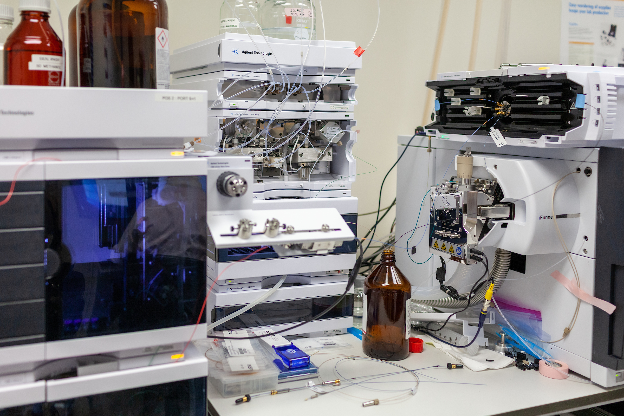 Mass spectrometry equipment in Dinglasan lab